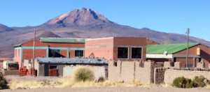 APQUISA main offices and processing plant in Salinas with the Tunupa volcano and salt flats in the background.
